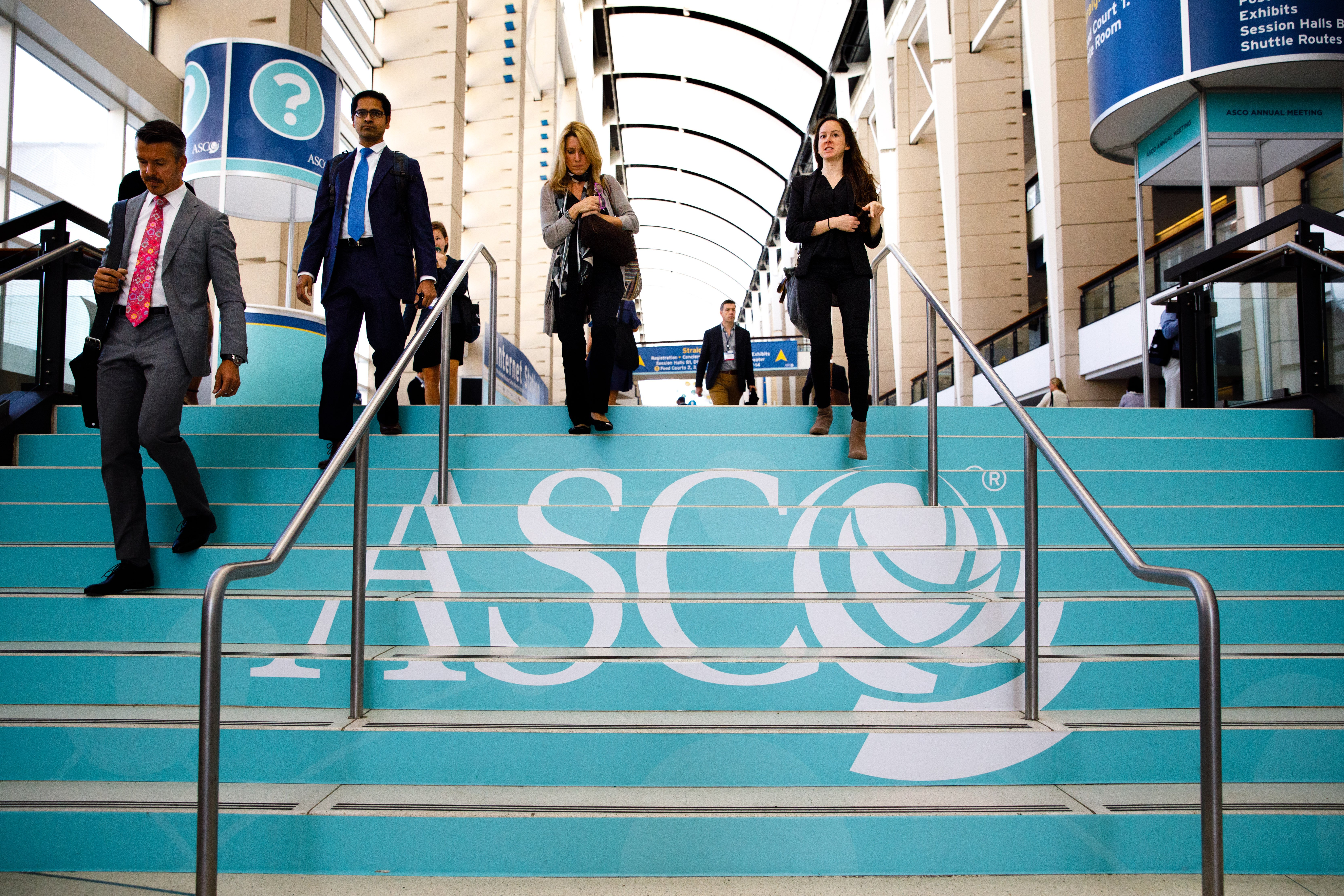 Attendees during the day at the American Society of Clinical Oncology (ASCO) Courtesy: © ASCO/Scott Morgan.
